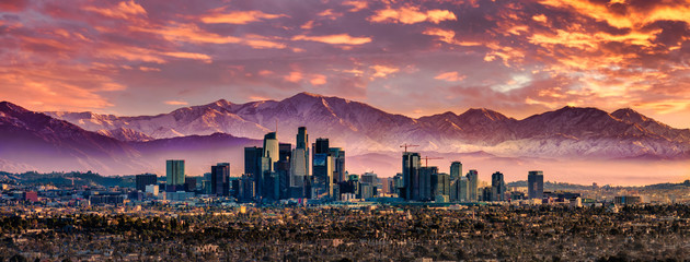Los Angeles Skyline and Snowcapped mountains Fotobehang