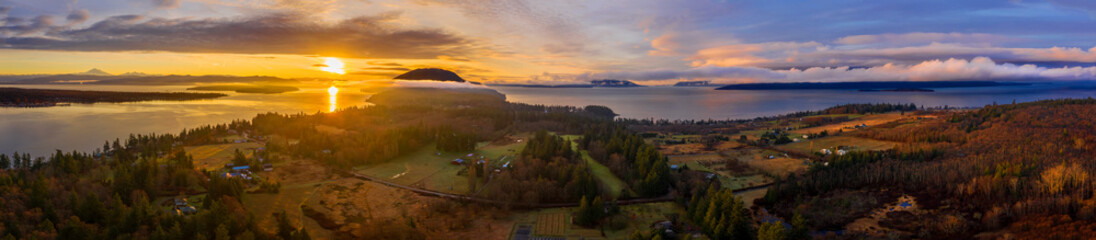 Photo sur Aluminium Amérique du Sud Panoramic View of Lummi Island, Washington. Aerial view of Lummi island during a glorious winter sunset looking south towards Bellingham and Cypress Island. The island is surrounded by the Salish Sea.
