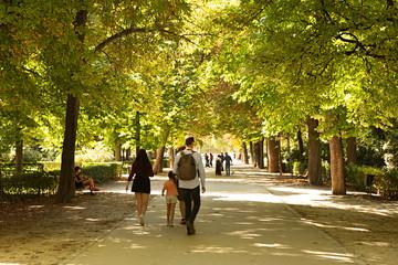 Gente paseando por el parque del Buen Retiro, Madrid. Wall mural