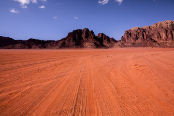 Papiers peints Brique Wadi Rum Desert in Jordan. On the Sunset. Panorama of beautiful sand pattern on the dune. Desert landscape in Jordan.