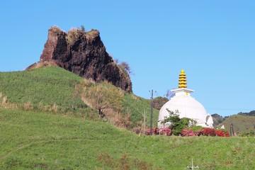 らくだ山 仏舎利塔がある風景