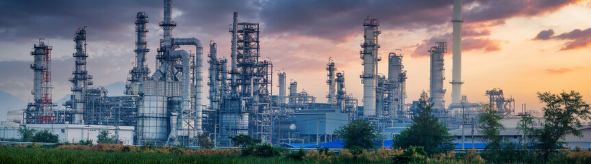 Tuinposter Planten Petrochemical industry with Twilight sky.