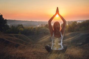 Fotobehang Ontspanning Girl Practicing Yoga at Sunset