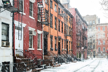 Fond de hotte en verre imprimé New York City Gay Street in the Greenwich Village neighborhood of New York City is covered with snow after a winter snowstorm
