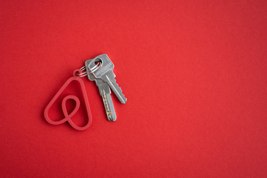 Minsk, Belarus. Decenber, 2019. The key to the apartment or house with the logo of the famous international rental company Airbnb for travelers. The idea of business. Concept. Booking service.