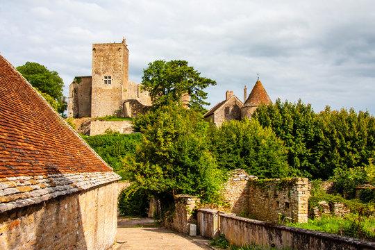Burg in Brancion im Burgund in Frankreich
