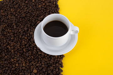 Poster Cafe cup of coffee with coffee beans on yellow background