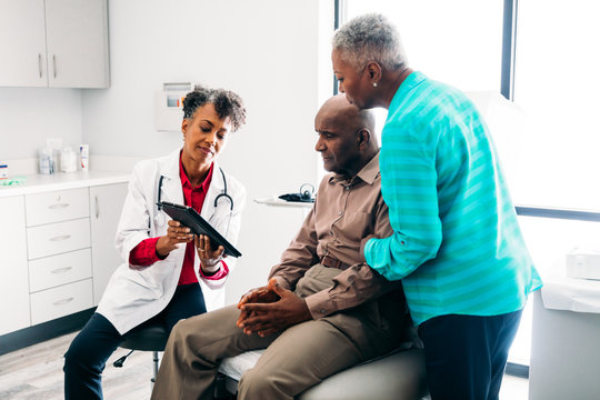 Doctor consulting mature patient