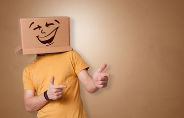 Autocollant pour porte Fleur Young boy standing and gesturing with a cardboard box on his head