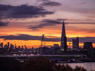 Papiers peints Aubergine Epic dawn sunrise landscape cityscape over London city sykline looking East along River Thames