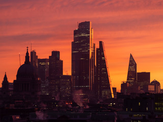 Poster Coral Epic dawn sunrise landscape cityscape over London city sykline looking East along River Thames