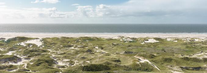Fototapete - Weiter Sandstrand an der Nordseeküste