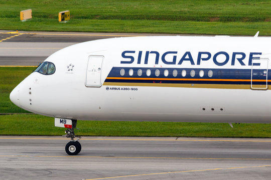Singapore Airlines Airbus A350 airplane Singapore airport