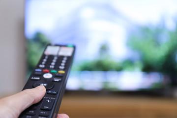 リモコンとテレビ