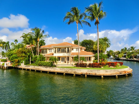 Luxury mansion in exclusive part of Fort Lauderdale