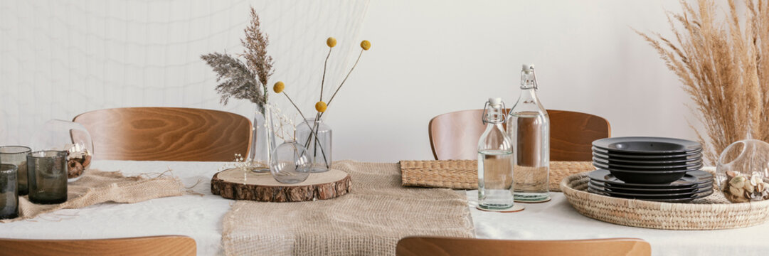 Wooden slices and linen napkins on the table