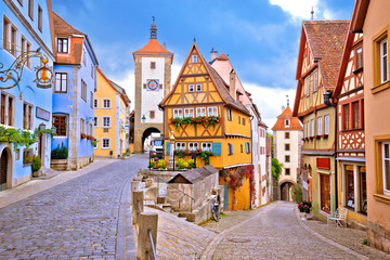 Spoed Fotobehang Oude gebouw Cobbled street and architecture of historic town of Rothenburg ob der Tauber view