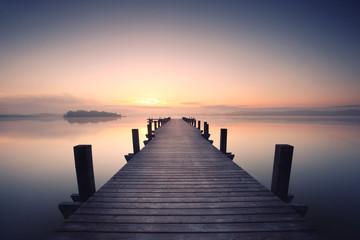 Fotomurales - einsamer Holzsteg am See