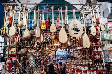 Spoed Foto op Canvas Muziekwinkel Turkish musical instruments are sold in the market