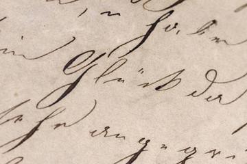 """Historisches Schriftbild - Fokus auf dem Wort """"Glück"""""""