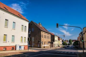 Fotomurales - schkeuditz, deutschland - straße mit alten häusern