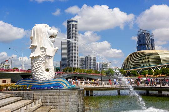 SINGAPORE-November 26, 2019: The Merlion fountain and Esplanade theatre