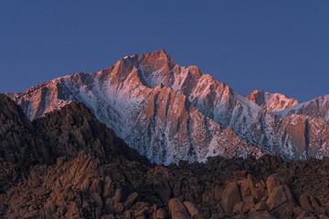 Foto op Plexiglas Bergen Glowing Lone Pine Peak and Mount Whitney Sunrise, Alabama Hills, Lone Pine, California