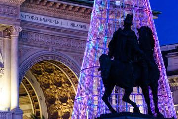 Milano luci di Natale in piazza Duomo e Galleria