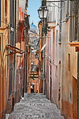 Montage in der Fensternische Schmale Gasse Lanciano, Chieti, Abruzzo, Italy: narrow alley in the old town