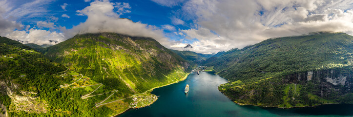 Photo sur Aluminium Taupe Geiranger fjord, Beautiful Nature Norway.