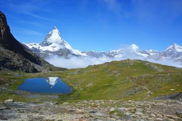 Wall Mural - Riffelsee mit Matterhorn - Spiegelung bei Zermatt im Wallis / Schweiz