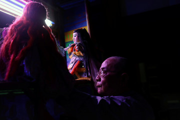 A hand puppet master puts on a play in Changhua