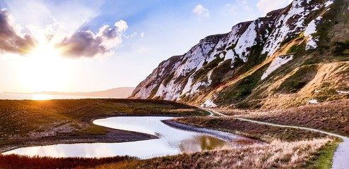 Tuinposter Diepbruine Samphire Hoe, Dover, UK - a look out on a sunset over a pond
