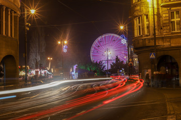 Fototapeta Bydgoskie koło w oświetlonym mieście.