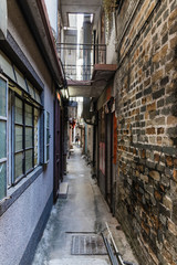 Foto auf Leinwand Katze A narrow street inside of Kat Hing Wai Walled Village, Kam Tin