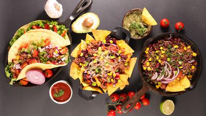 traditional mexican dish, nachos- fajitas- chili con carne