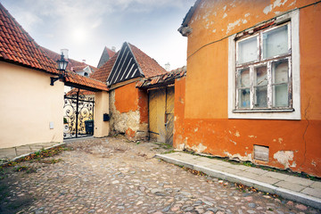 Fototapete - Old ruined walls of Tallinn