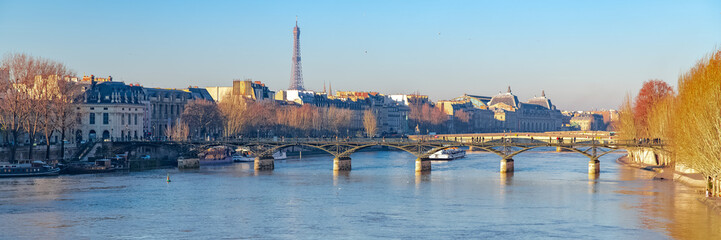Foto auf Gartenposter Paris Paris, the Pont des Arts on the Seine, view from the quays, with the Eiffel Tower in backgroundParis, the Pont des Arts on the Seine, view from the quays, with the Eiffel Tower in background