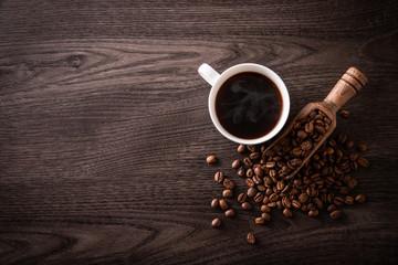 Fotobehang Koffiebonen ホットコーヒーとコーヒー豆