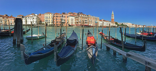 Photo sur Aluminium Gondoles Gondolas in Venice