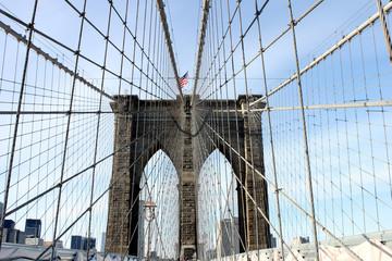 Spoed Fotobehang Brooklyn Bridge brooklyn bridge in new york with the American flag waving