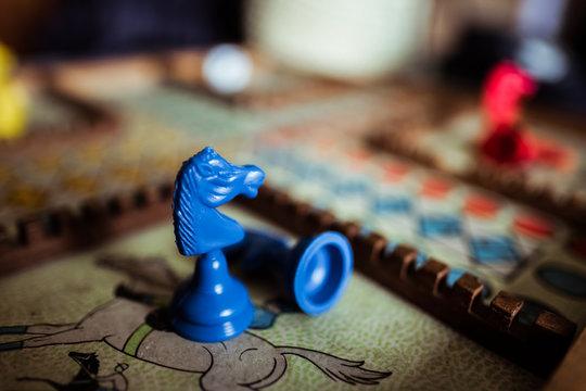 Ancien jeu de petits chevaux en bois