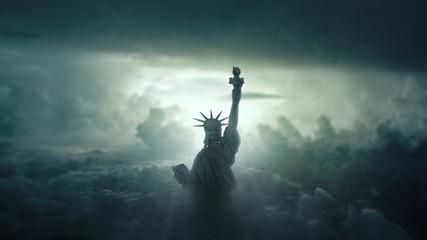 Freiheitsstatue im Himmel
