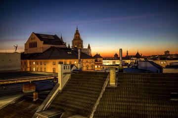 Dächer von Mainz im Sonnenaufgang