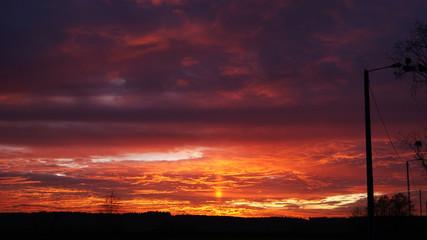 Czerwony zachód słońca.