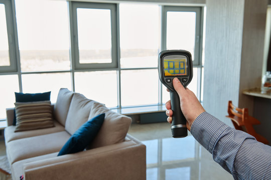 thermal imaging camera at apartment inspection for temperature loss and finding heating leakage