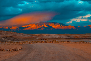Poster Groen blauw sunset in the desert