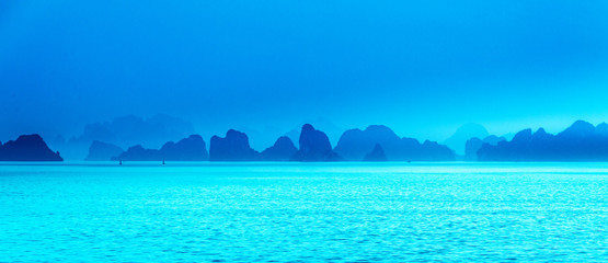 Poster Turkoois Natural scenery of Halong Bay, Vietnam