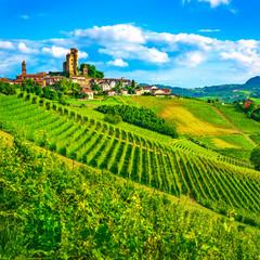 Papiers peints Vignoble Langhe vineyards sunset panorama, Serralunga Alba, Piedmont, Italy Europe.