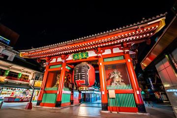 Wall Murals Place of worship ライトアップされた東京浅草寺の雷門